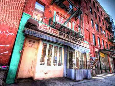 Pianos Bar, NYC